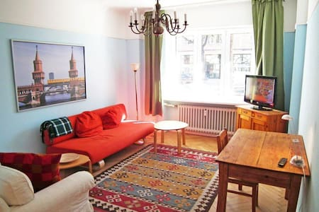 Central Berlin Holiday Apartment - Berlin