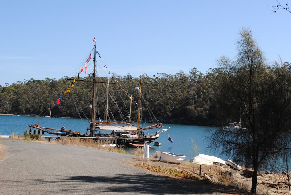 50 metre walk to Jetty and boat ramp. Great for fishing.