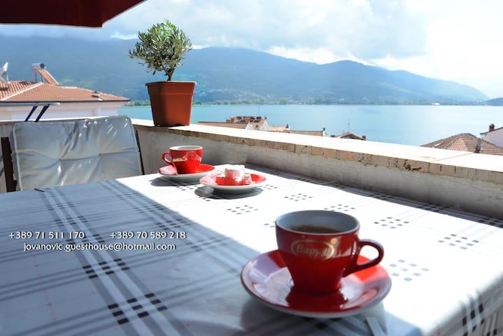 Lake View Romantic & Cozy Studio -BEST LOCATION-