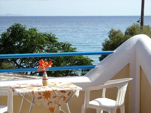 Sea front  Oasis studios in Samos  - Σάμος, Ελλάδα Beach Mykali - Arazi Evi