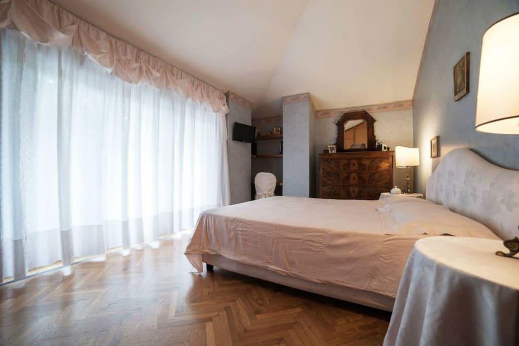 Le stanze di sara room romantica bed and breakfasts for Le stanze di sara bologna