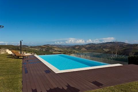 Casa con piscina, piano terra, Villa cerqueto