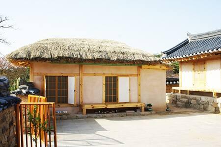 수백재 아랫채 - Pungcheon-myeon, Andong-si - Talo