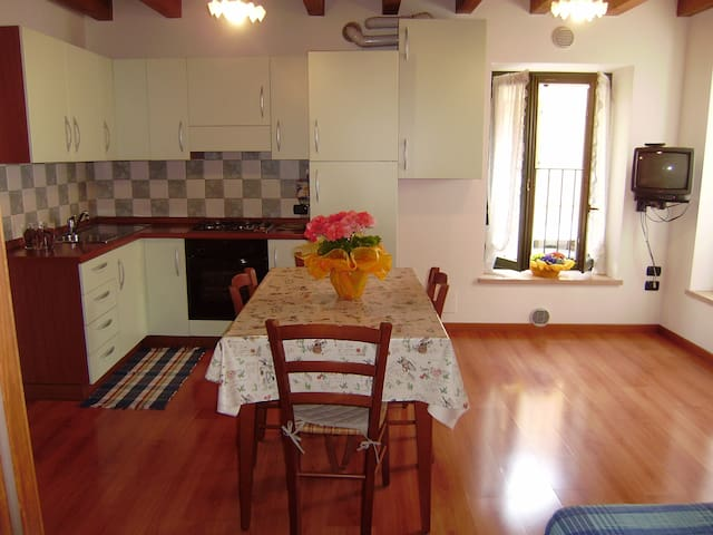 APPARTAMENTO IN CENTRO A VALEGGIO SUL MINCIO - Valeggio Sul Mincio - Apartment