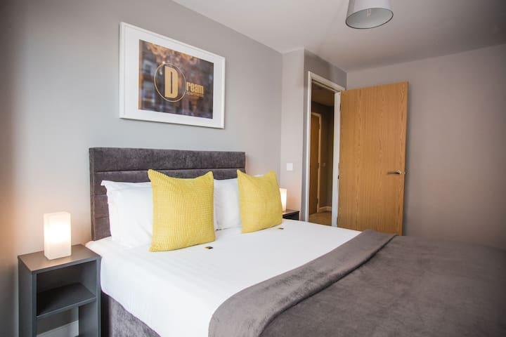 Modern City Center One Bedroom Apartment