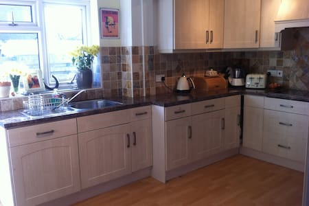4 bed house with garage & garden - Port Erin - Dom
