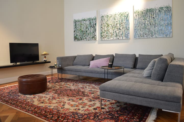charming apartment - great location