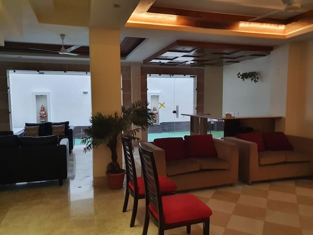10 BHK Luxury House, Golf Course Road,  Family