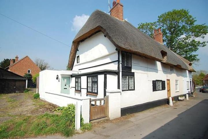 Thatched Cottage Welcomes You! - Dorchester on Thames - Huis