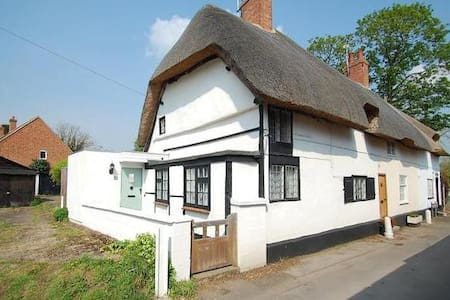 Thatched Cottage Welcomes You! - Dorchester on Thames
