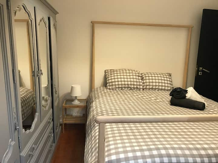 Private room in T3 house city center Guimaraes