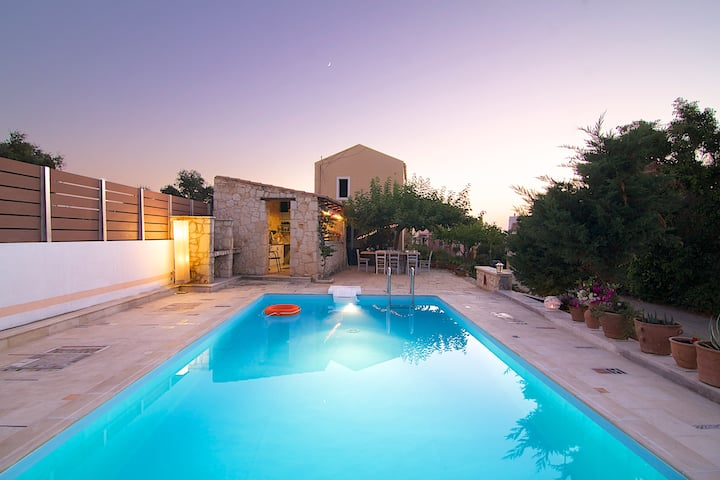 Villa Mitos near Rethymno center & the beach