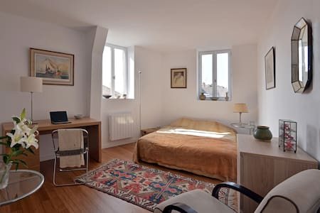 A room in the heart of the city center - Appartement