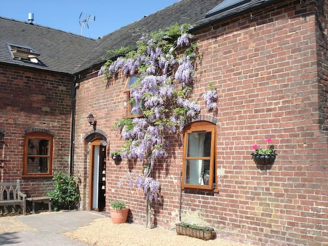 Highfields Farm B&B - Oak Room - Staffordshire