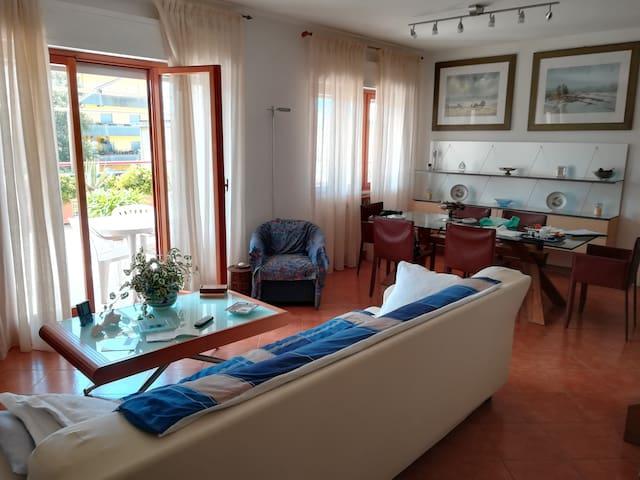 Casa sabaudia centro,6posti letto+2 con piscina