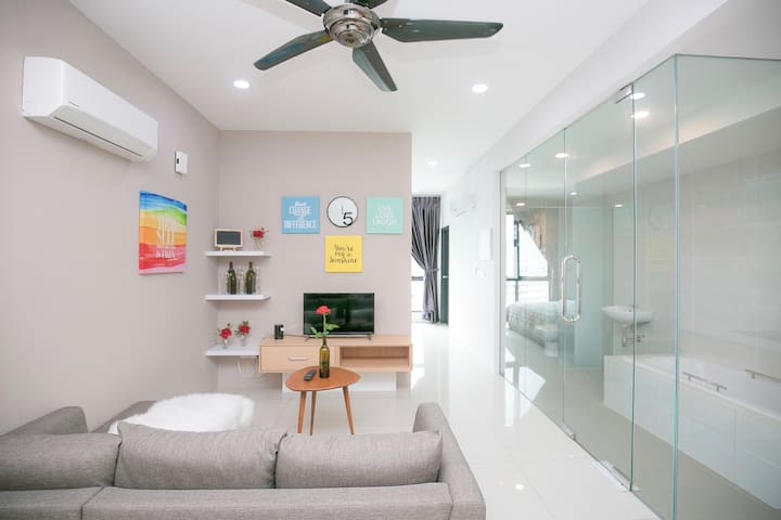 Luxury, Compact Studio Room near Queensbay Mall