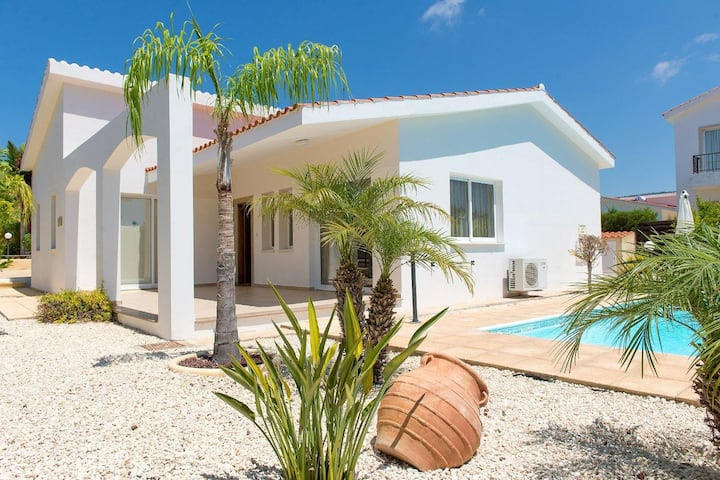 3bedrooms villa with pool Coral Bay