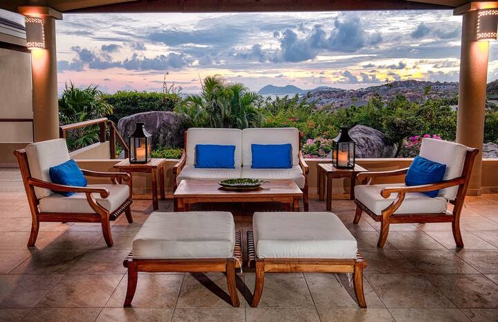 Calypso Villa - Amazing Views, Pool & Sleeps 8
