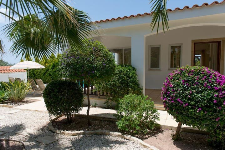 2bedrooms villa with pool Сoral Bay - Peyia - Casa de campo