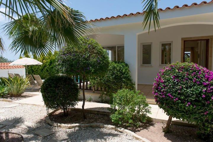 2bedrooms villa with pool Сoral Bay