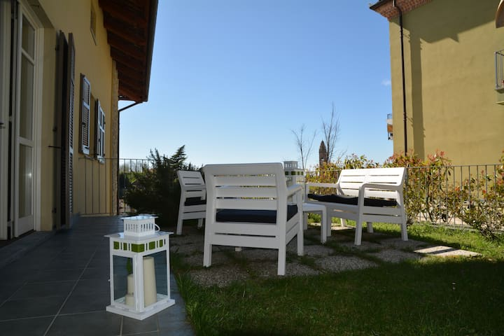 Charming flat Monforte d'Alba center-WIFI