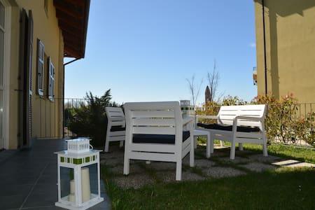 Charming flat Monforte d'Alba center-WIFI