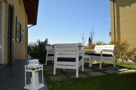 Charming flat village center-WIFI - Monforte d'Alba - Huoneisto