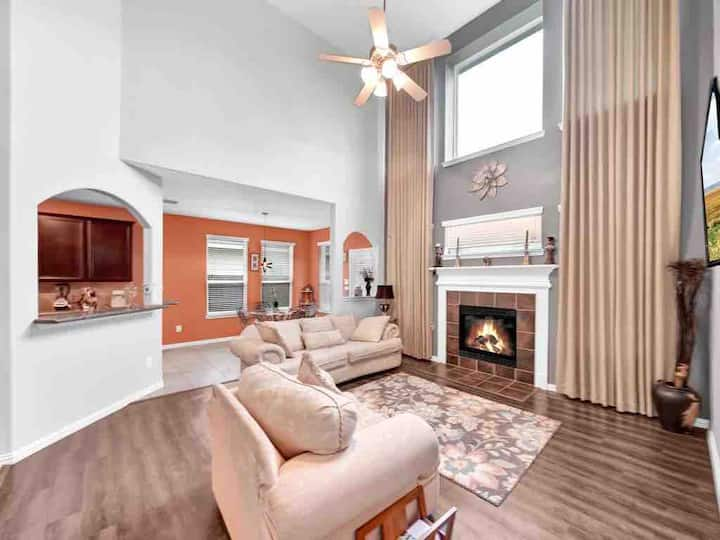 SPACIOUS & SWEET HOME| with Theatre room & Playset
