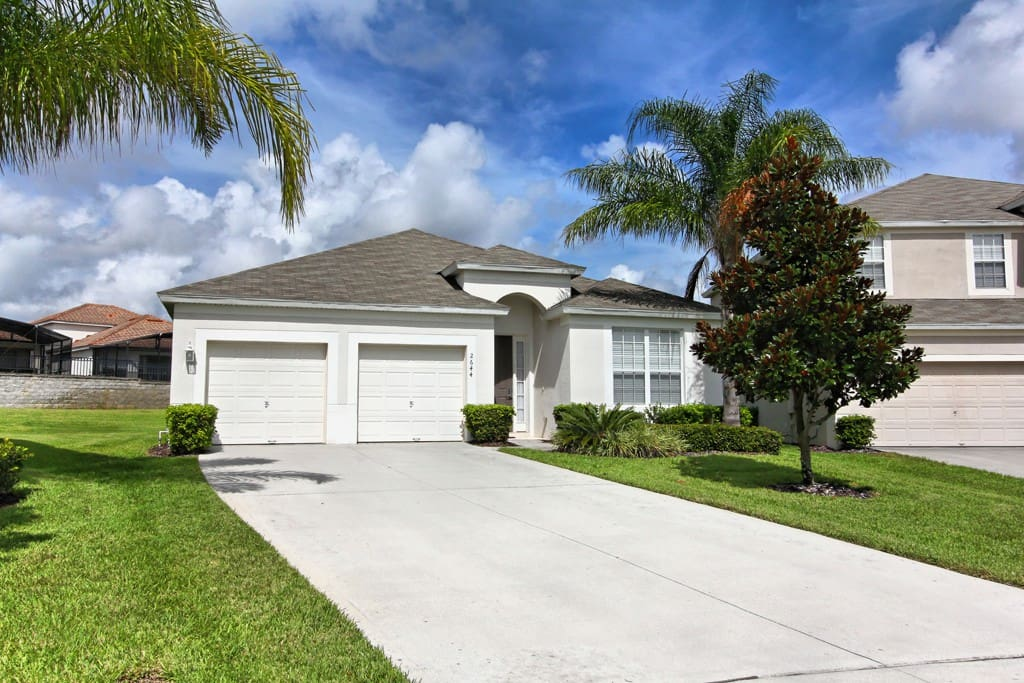 Swan Lake Villa vacation home is perfect for your family to enjoy their most magical vacation to nearby Walt Disney World® Resort and all of the shops, restaurants and attractions of Kissimmee and Orlando, Florida.