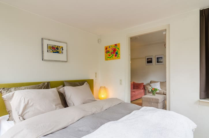Bright rooms with comfortable bed - Zeist - Hus