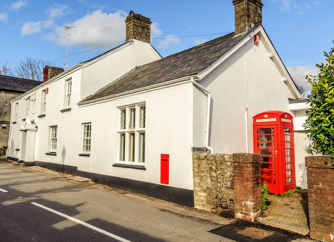 Old Post House, 6 Bedroom B&B - Cardiff - Bed & Breakfast
