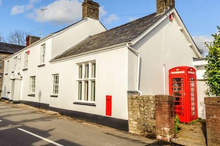 Old Post House, 6 Bedroom B&B - Cardiff