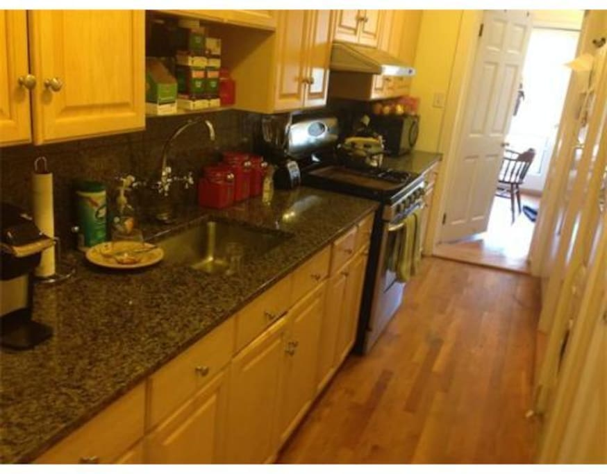Granite counter tops in the kitchen. Dishwasher, garbage disposal, full laundry machine.