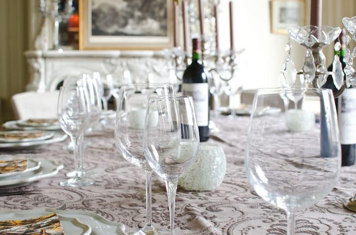 Salle à manger de réception pour 14/16 personnes vue sur le parc du Château
