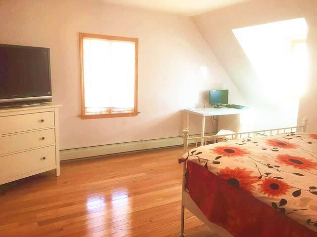 1 Big bedroom in Luxury New House - Queens