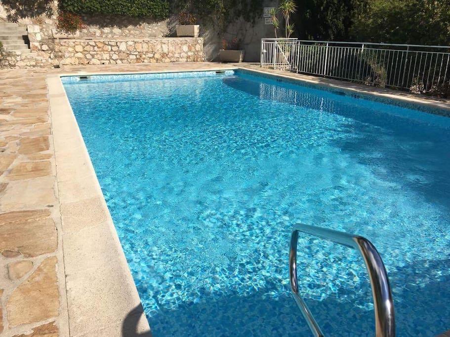 Charmant studio avec piscine appartamenti in affitto a for Piscine nautile villefranche