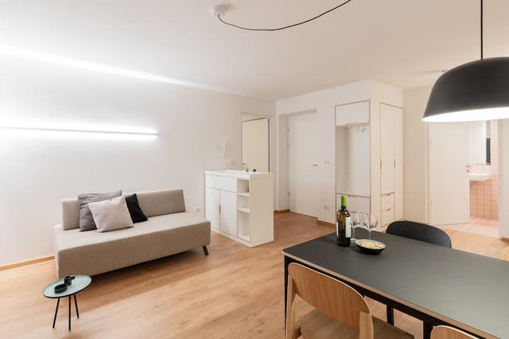 """Modern """"Hus Apartment - Nr. 4"""" with Balcony, Garden & Wi-Fi; Parking Available"""