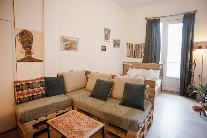 Cozy studio room with balcony in the city center