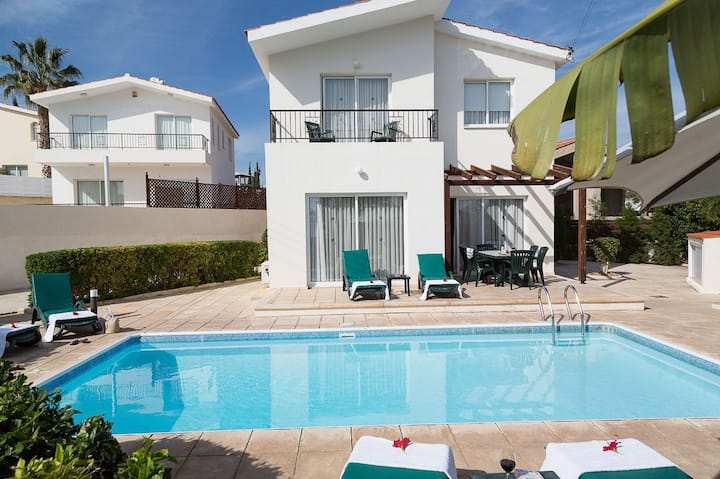 Coral Bay Sunbeam Villa