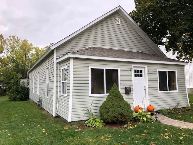 Cozy, peaceful home in downtown Boyne City