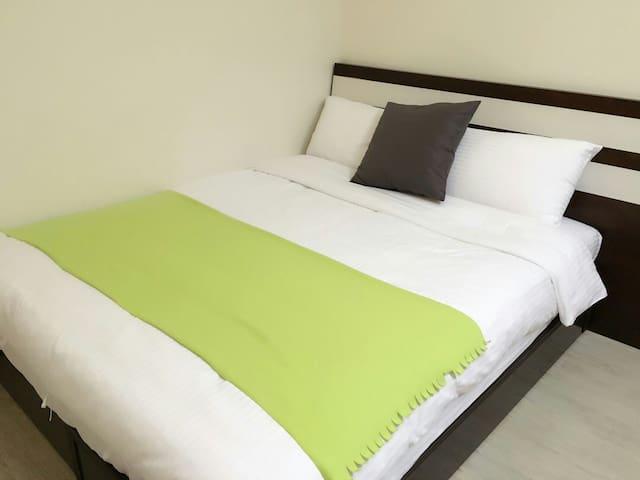 遊草悟 guest house 302台中 勤美 新開幕民宿小型兩人房 - 西區 - Bed & Breakfast