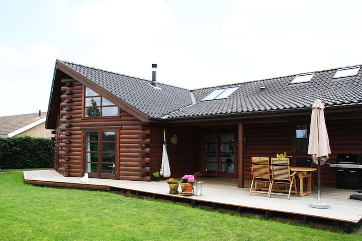 Timberhouse with amazing view - quiet neighborhood - Silkeborg - Huis