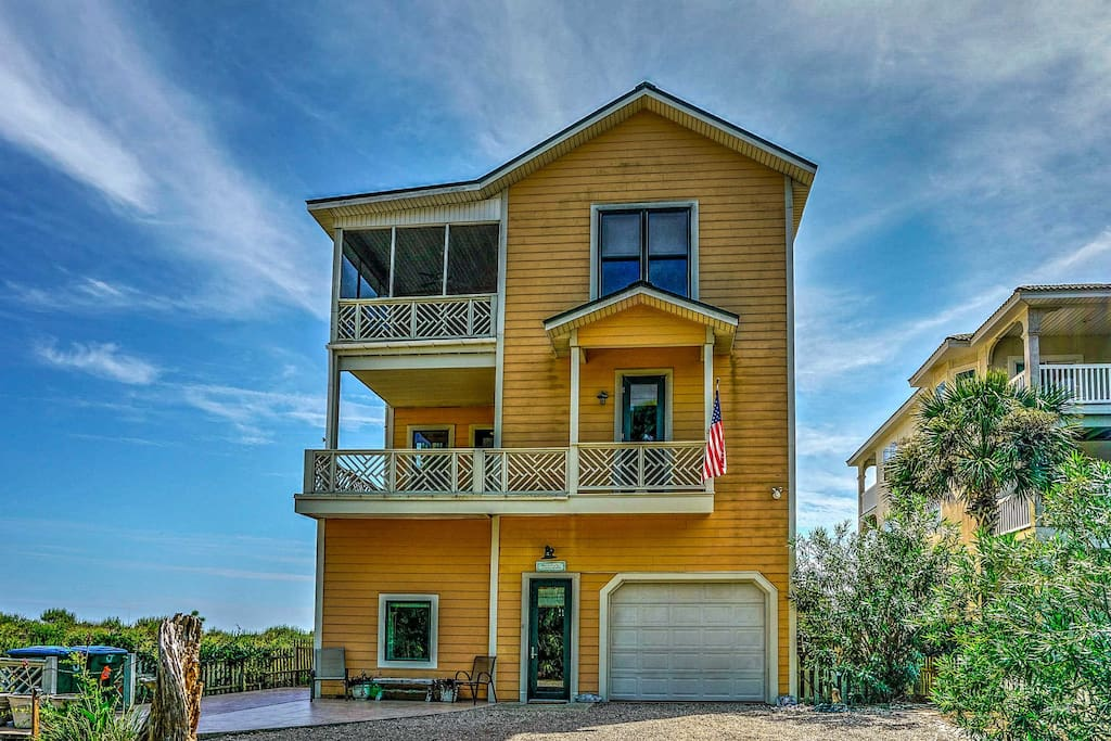 Nestled right on the shore of the Gulf of Mexico, this bright and cheery, 3-story home offers accommodations for 14.