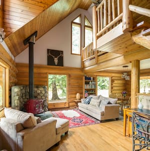 Enchanted Pemberton log cabin - Mount Currie