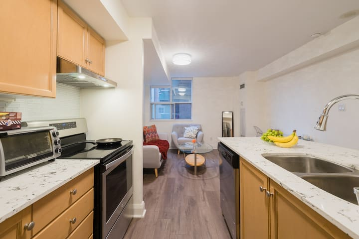 Great Condo close to many attractions & amenities