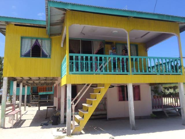 Epah's Homestay Mantanani Island B&B - Bahagian Pantai Barat - Hus