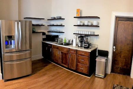 Spacious Private Bedroom in Downtown – 5 Min Walk