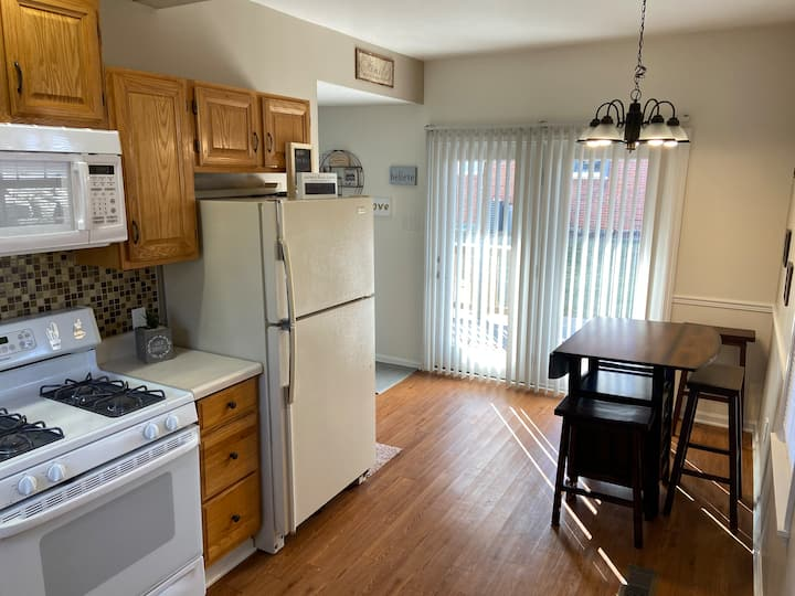 1st Floor Duplex, Minutes from Downtown
