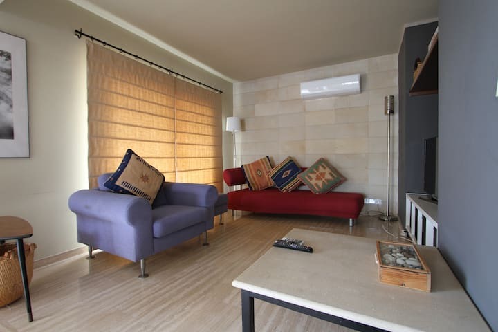 Spacious Entire Floor Penthouse 200m To The Beach