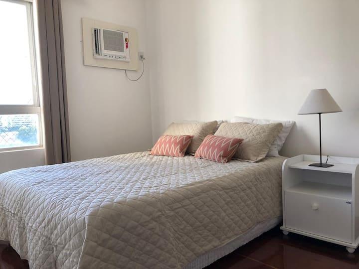 Apartamento na Pituba, amplo e  bem aconchegante.